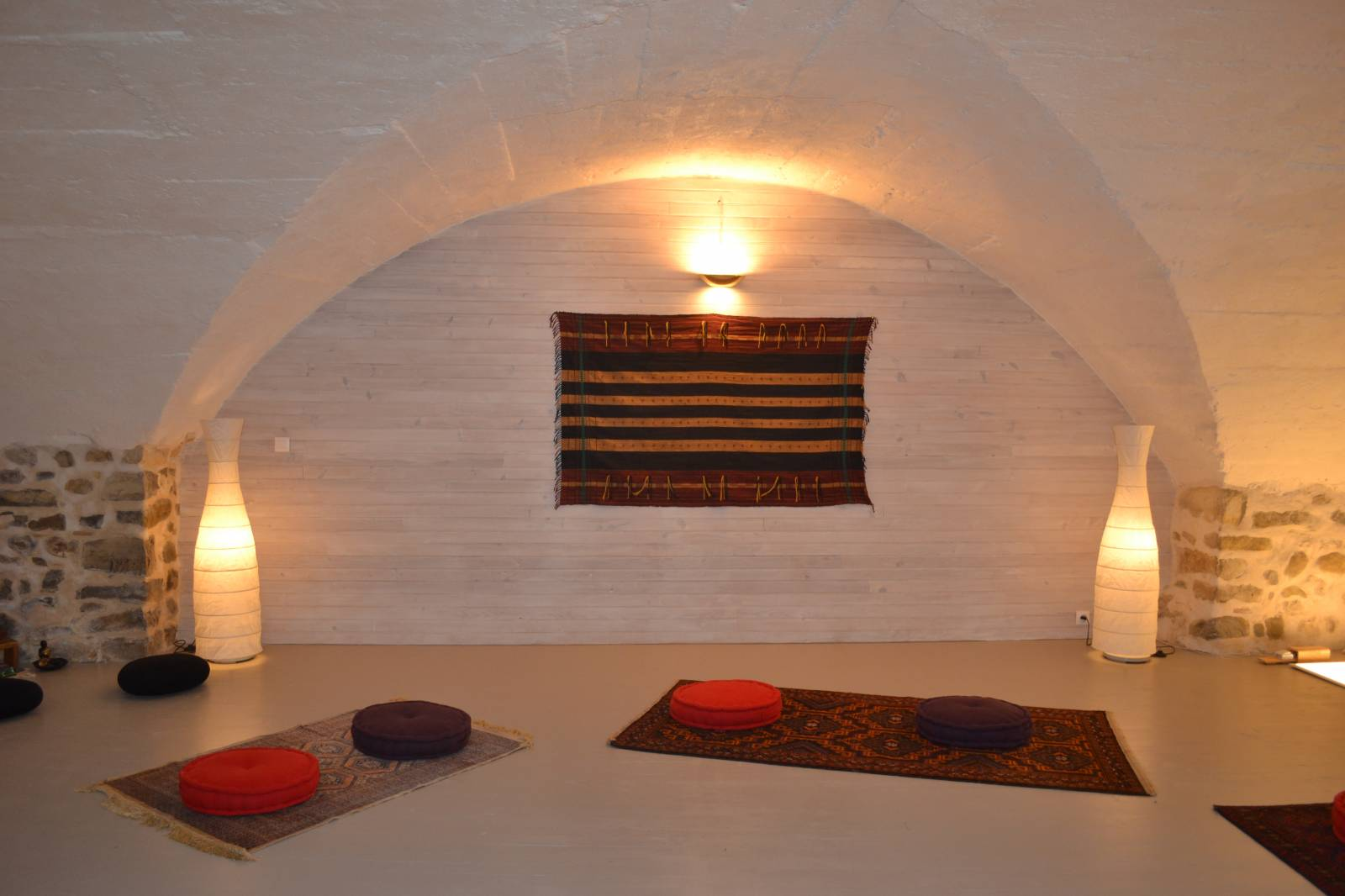 salle de 55 m pour pratique de yoga m ditation massage dans un cadre exceptionnel en drome. Black Bedroom Furniture Sets. Home Design Ideas